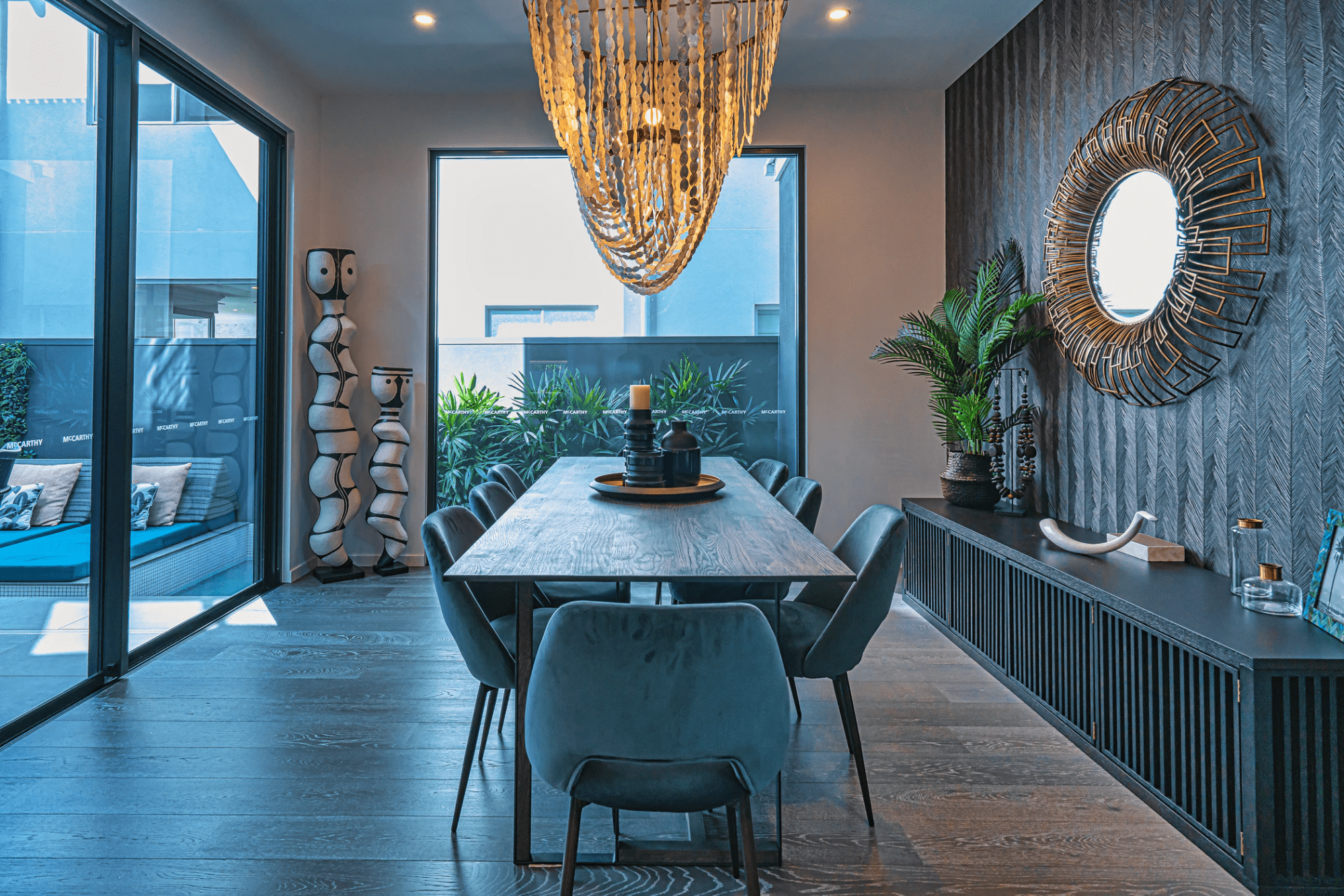 Modern dining room design with eclectic decorations