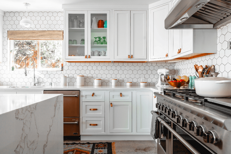a beautiful and organized kitchen remodel on a budget