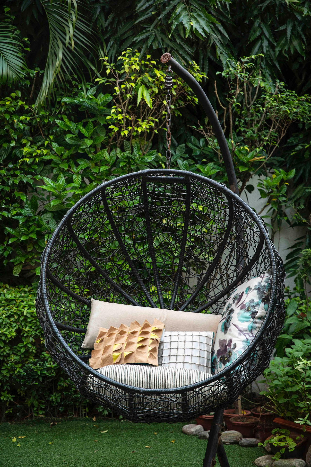 Comfortable outdoor swing chair